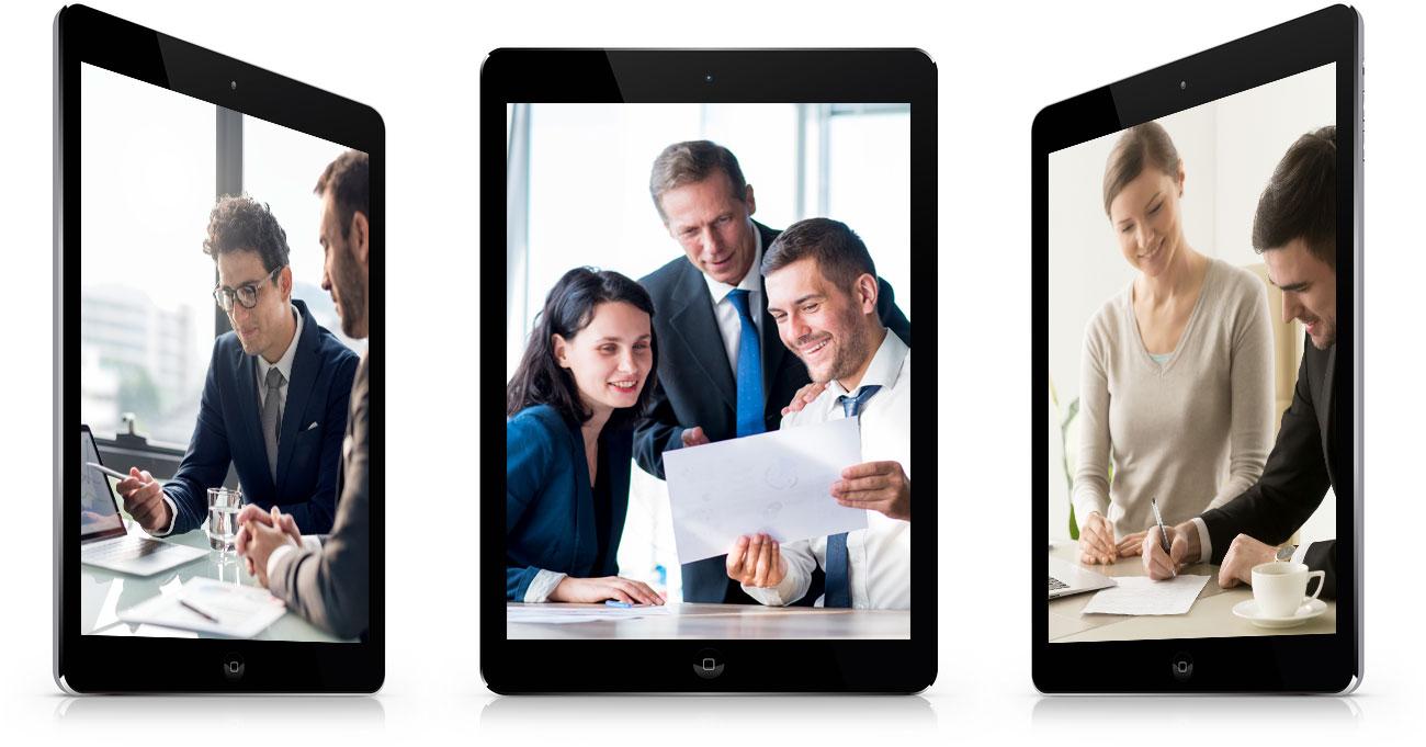 แท็บเล็ตแสดงผล ผู้คนกำลังตอบคำถามเรื่องบริการ จ้างทำเว็บ และอื่นๆ พร้อมเงื่อนไข